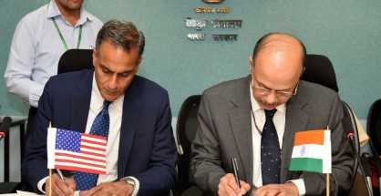 New Delhi: The Secretary, Ministry of Power, P.K. Pujari and Ambassador of US to India, Richard R Verma sign an MoU between the Ministry of Power and US Government to enhance cooperation on energy security, clean energy and climate change, in New Delhi on June 2, 2016. (Photo: IANS/PIB)